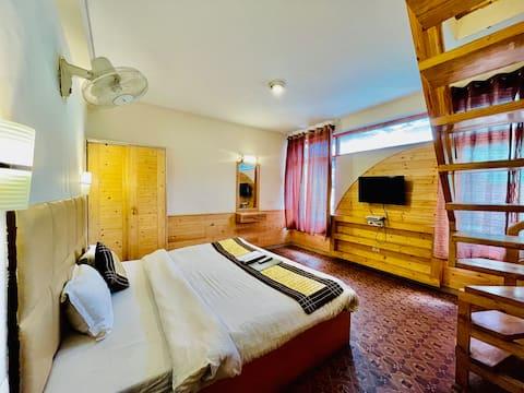 Splendid  Duplex Suite with spacious sitting area