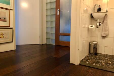Toilet door and room door both 91 cm