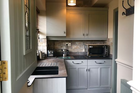 Entrance door through small kitchen, no steps inside