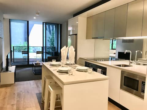 2 beds apartment in central CBD - free tram zone