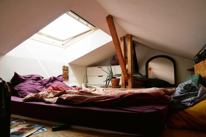 mezzanine/bedroom 2