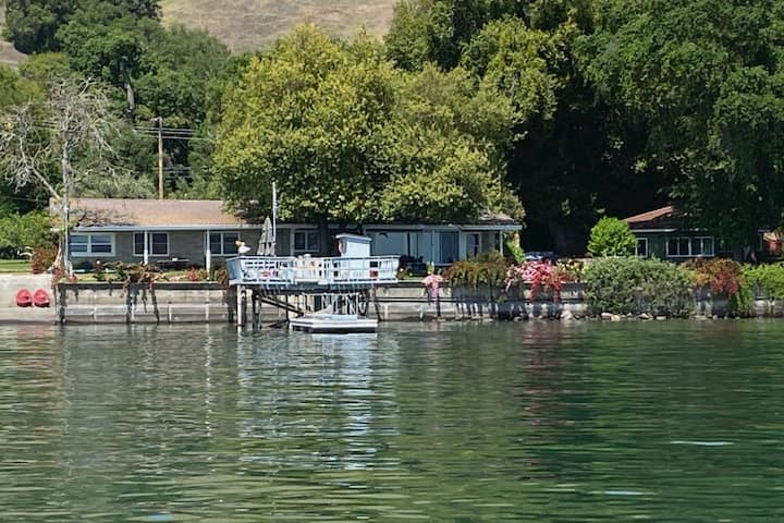 Lakefront @ The Oak Guesthouse: Lake County, CA