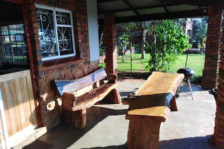 Self catering 4 bed 2 bath. Rustic bush experiance