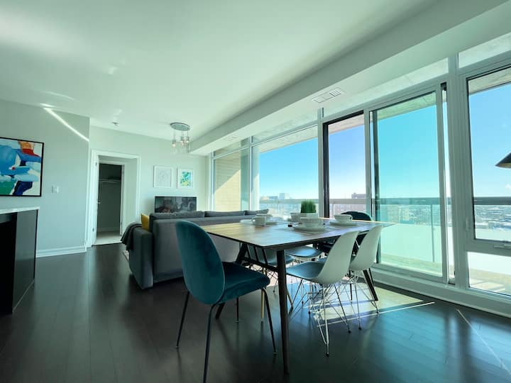 Stunning View, New & Modern Condo
