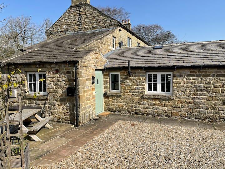 Cherry Cottage, Grantley, Yorkshire. Sleeps 4/6