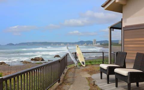 海灘上的整套別墅。非常適合在衝浪點前遠程辦公