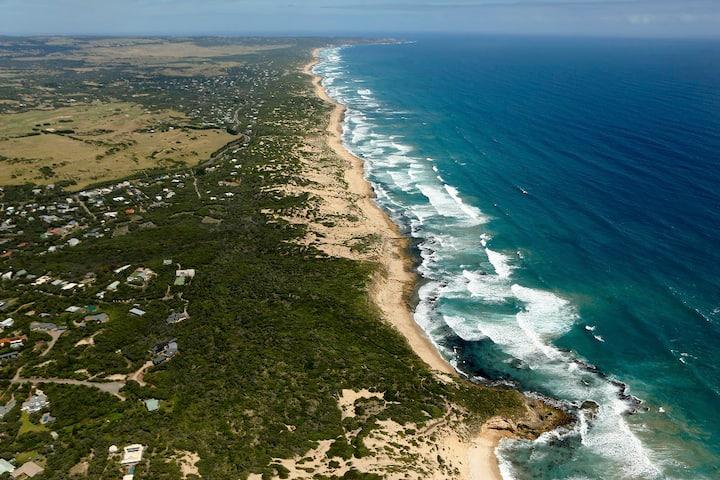 Oceania Retreat - Private beach access, pool, OFP