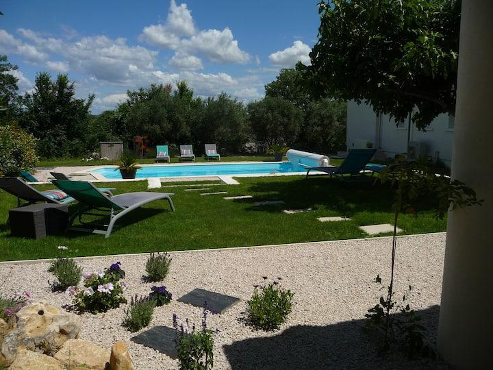 Chambre les oliviers- douche+WC - Parking, piscine
