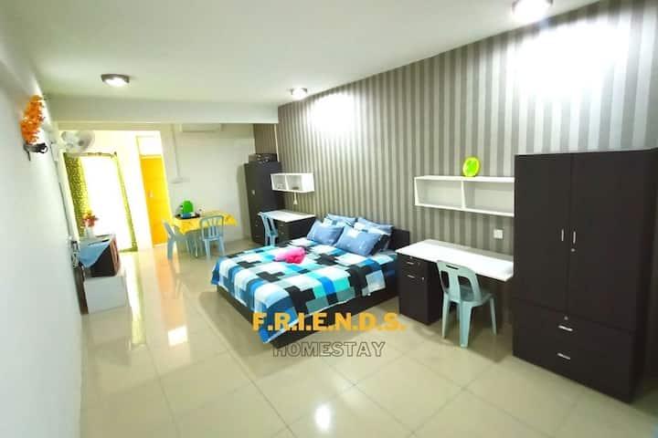 𝐅𝐑𝐈𝐄𝐍𝐃𝐒 Homestay New Air Cond - Max 6 Pax -