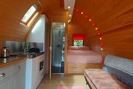 Robin - Cosy, Contemporary Cabin with en-suite