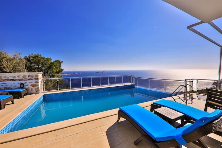 Deniz Manzaralı Jakuzili Muhteşem Villa