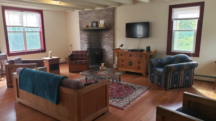 Cozy 3BR house with views of Hunter Mountain