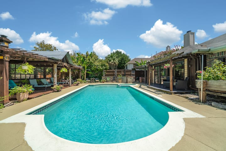 Cozy Rowlett TX Getaway with Pool