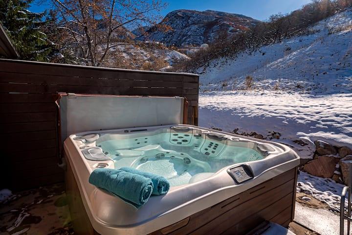 Canyon Racquet remodel! 2 Bd loft 3 Bth w/hot tub!