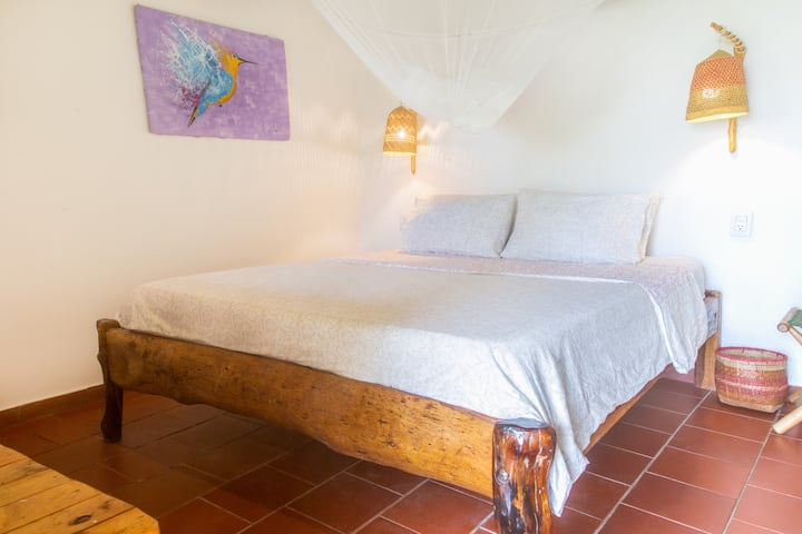 Colibri Queen bed Ensuite- Mundo Nuevo Lodge