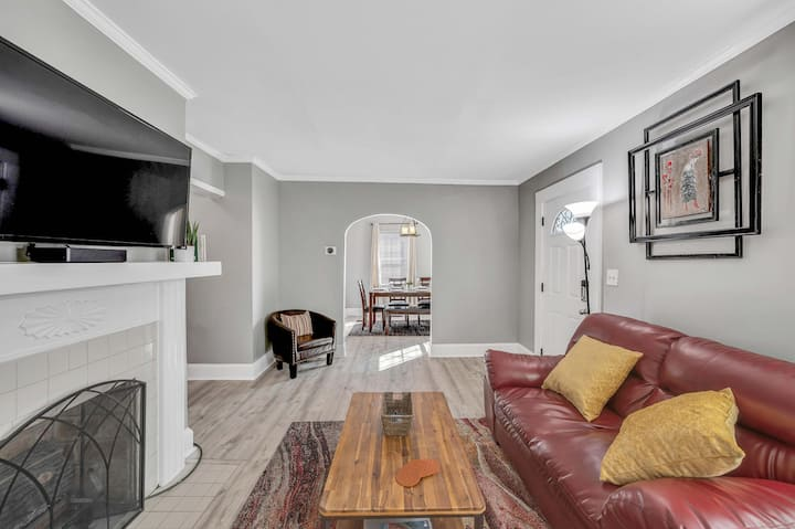 Comfy & Charming Home Near Downtown~King/Queen bed