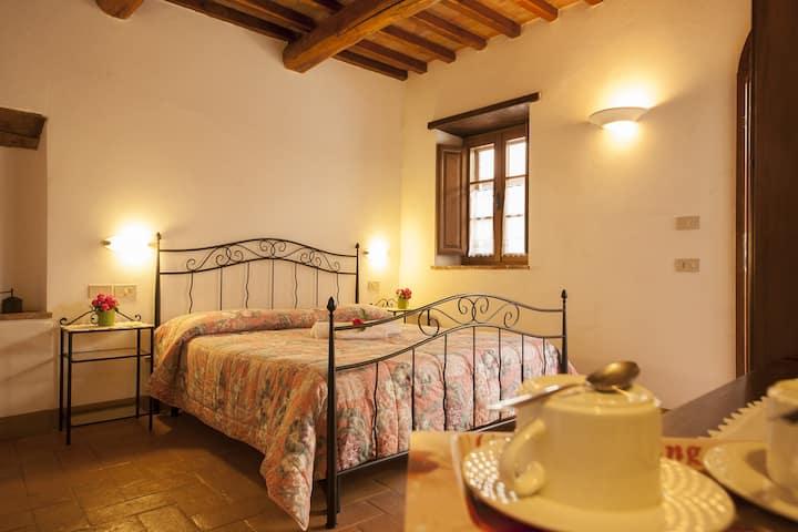 Agriturismo Bonello : bedroom with bathroom