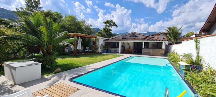 Casa em condomínio com piscina e ofurô na Lagoinha