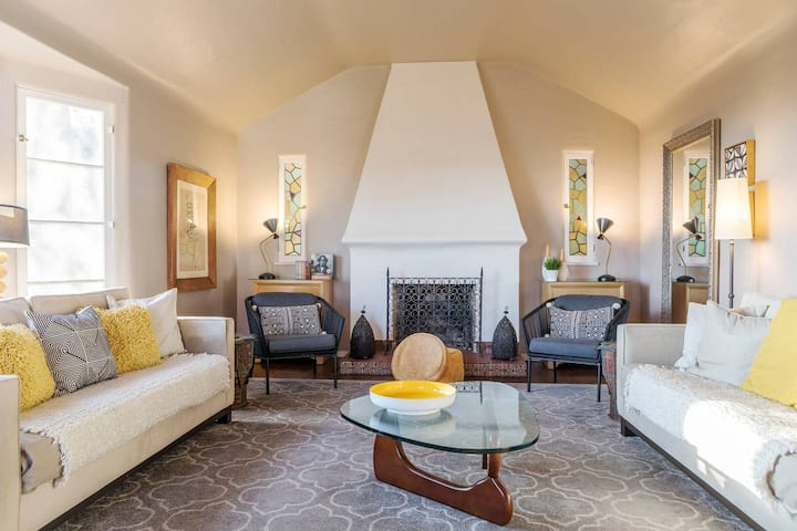 Staycation in Tranquil Hollywood Hills Gated VILLA