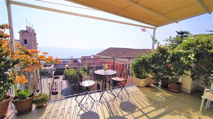Casa Aranci, central location & stunning sea views