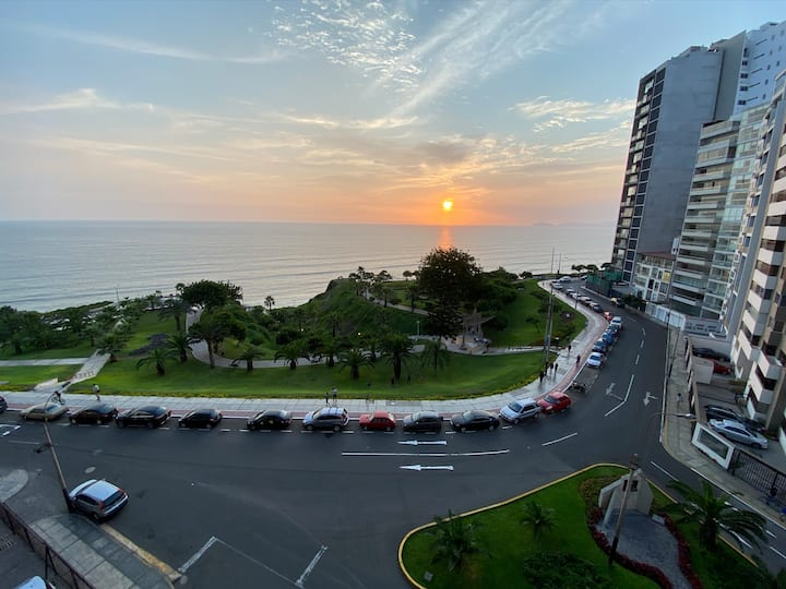 Modern Miraflores Apartment w/ Ocean View & Pool