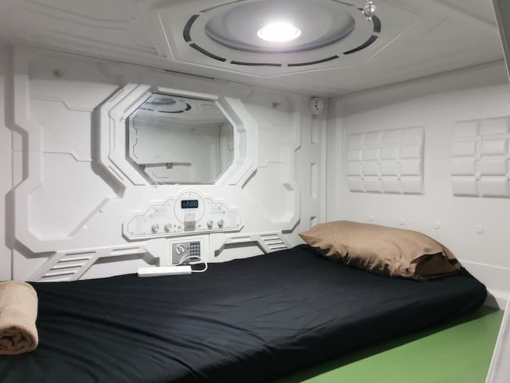Single Capsule Pod for NON Fussy guest near CBD