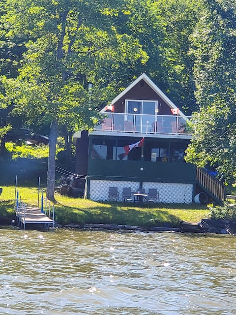 Echo Lake Hide Away - Ontario, Canada