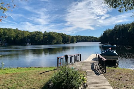 Lakefront Adirondack home with spectacular views