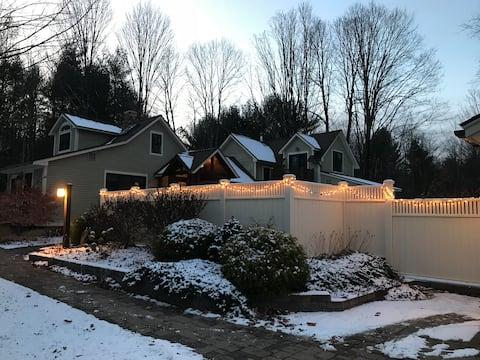 Goose Hollow Manor/5 miles Saratoga/Hot tub
