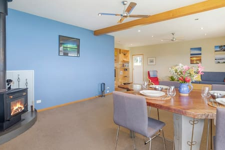 Blue Cottage Bruny Island Panoramic views, Alonnah
