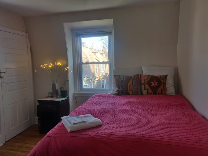 Unique West Philly room in Victorian