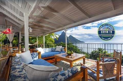 Labagatelle Villa--IT'S ALL ABOUT THE VIEW !!!