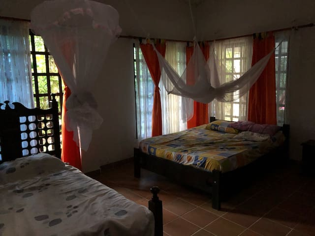 Habitación 3. 2 camas dobles