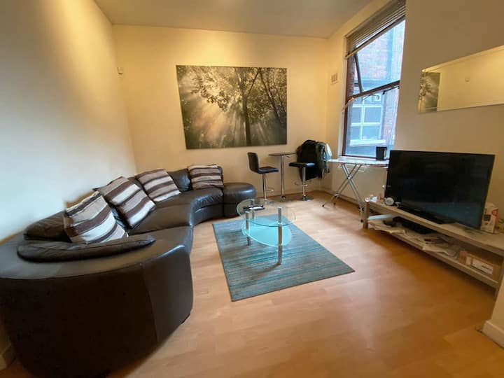 Double room, shared apartment close to city centre