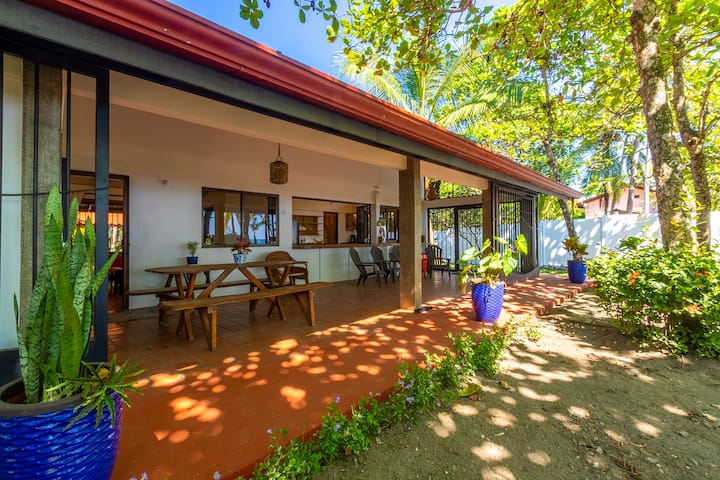 Casa Tortuga - Beachfront House
