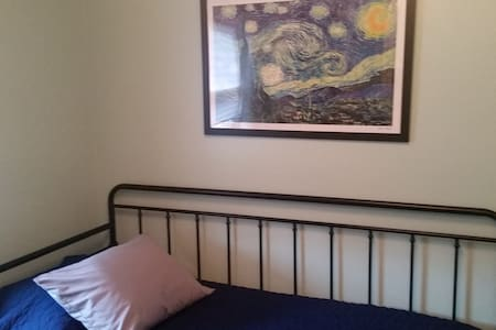 Lake Ridge Home Guest Room 1