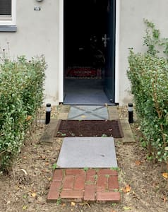 Klein pad naar voordeur