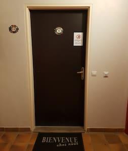 Eclairage automatique du couloir  Porte d'entrée de l'appartement