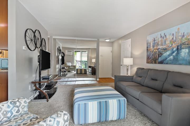 2 bedroom in the heart of Minneapolis.(109)