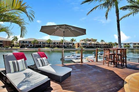 Relax and Unwind at Coastal Runaway  - own patio!