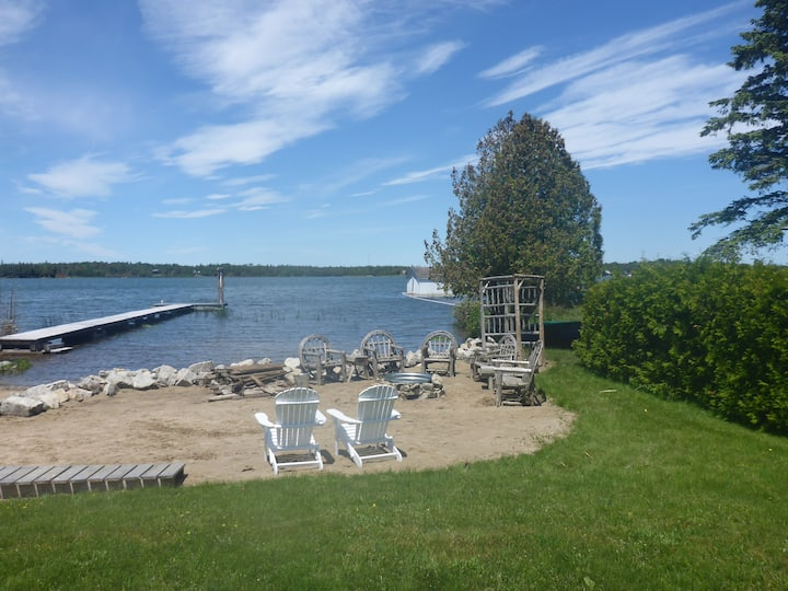 Memory Bay Cottage- Waterfront