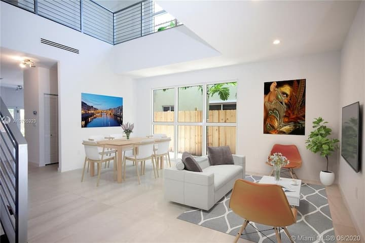 Modern Midtown Compound - 9 Bedrooms with Pool!