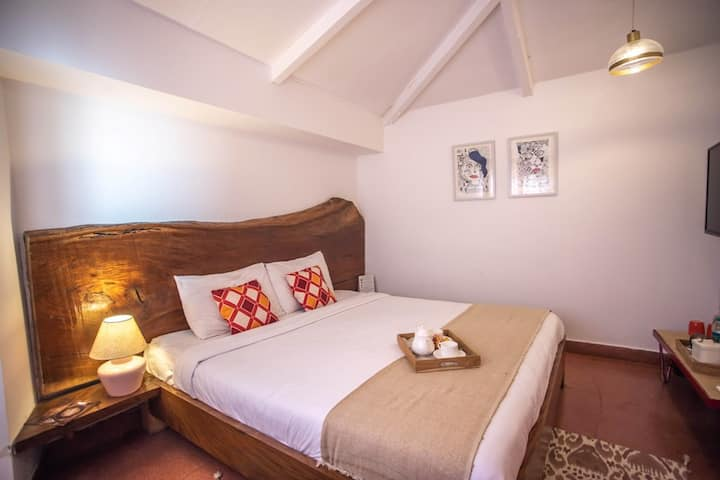 Seclude Mussoorie -Red Red Wine (Private room)