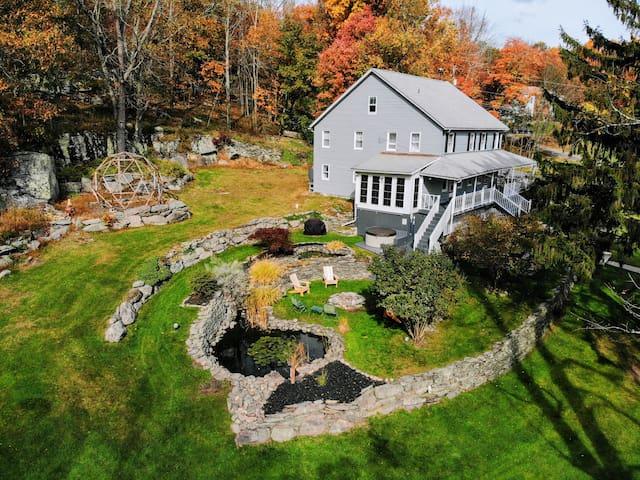 Perfect Cozy Modern Farmhouse | SKIING | HOT TUB