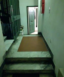 Corridoio esterno più largo di 91 cm.