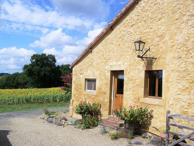 Part of Gascon farmhouse in stunning location