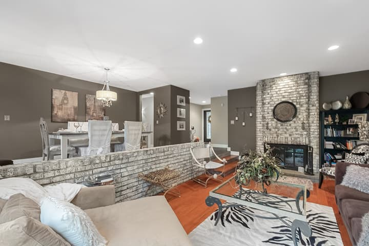 Entire Home-West STL-Sleeps 6-8