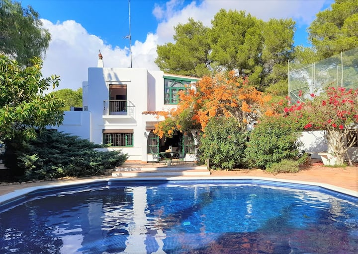 €2,300 MONTHLY WINTER SPRING CALA PADA BEACH HOUSE