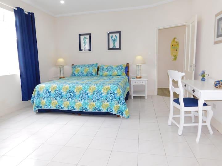 """""""Rosemarie"""" 1 bedroom South Coast Villa"""