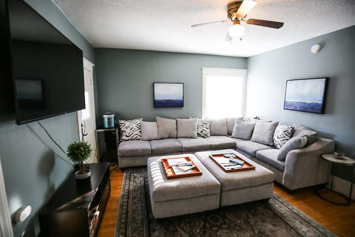 The Victorian 4BR★FastWifi★Cable★65TV★Brkfst★Prkng